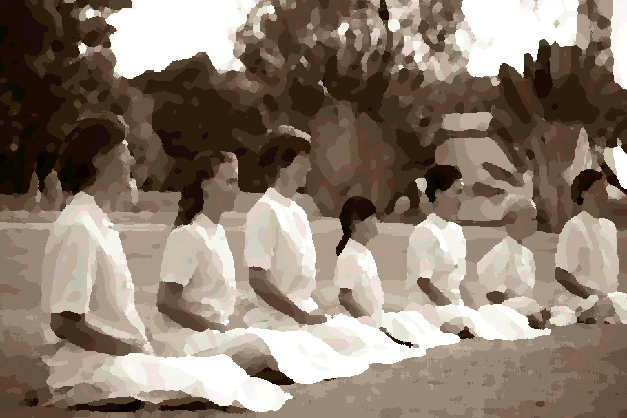 women-family-buddhist-meditate